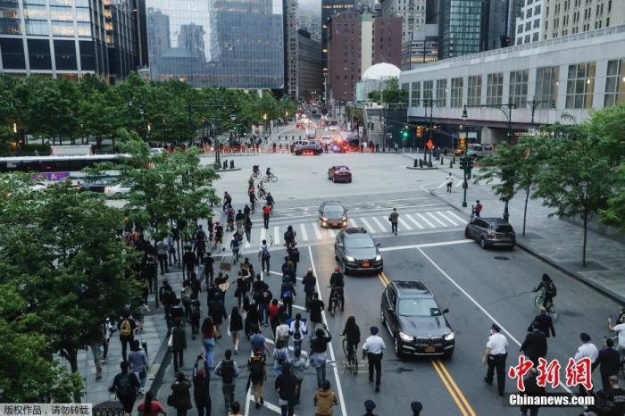 怒火难熄!全美30城爆发示威,白宫前彻夜抗议……图片