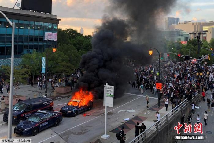 全美多地反种族歧视抗议演变为暴力骚乱图片