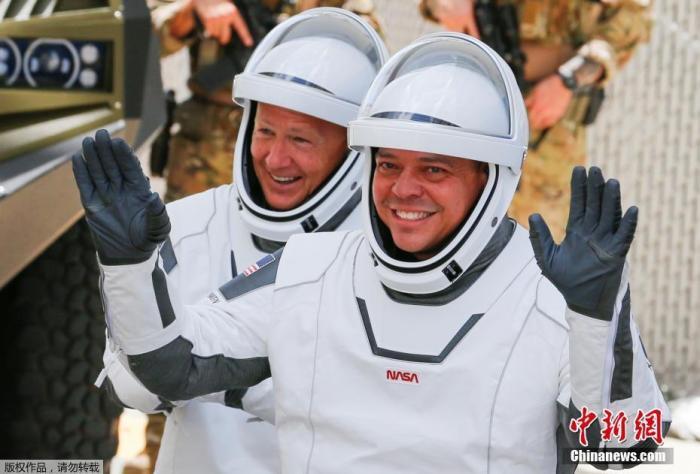 美國宇航員道格拉斯·赫爾利(道格)和羅伯特·本肯(鮑勃)。