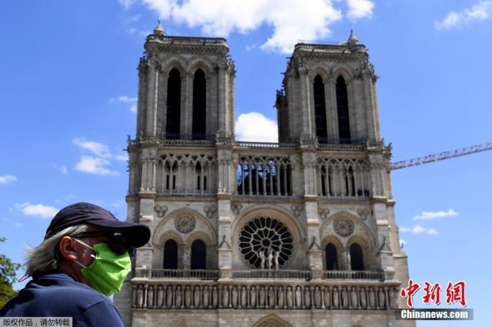 恒行娱乐:巴黎圣母院脚手架