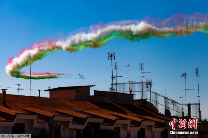 意大利国庆日总统敬献花圈 受疫情影响取消阅兵式图片