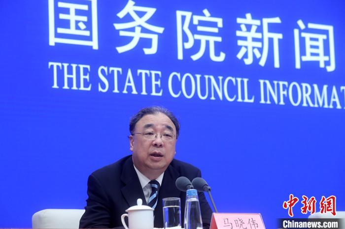 6月7日,国务院新闻办公室发表《抗击新冠肺炎疫情的中国行动》白皮书,并在北京举行新闻发布会。面对中国隐瞒新冠肺炎疫情的论调,中国国家卫生健康委员会主任马晓伟表示,这种说法严重违背事实,中国政府没有任何延误和隐瞒。 中新社记者 张宇 摄