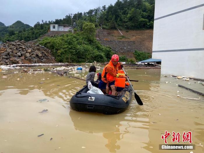 西南地区东部至黄淮等地有较强降雨东北华北等地多阵雨