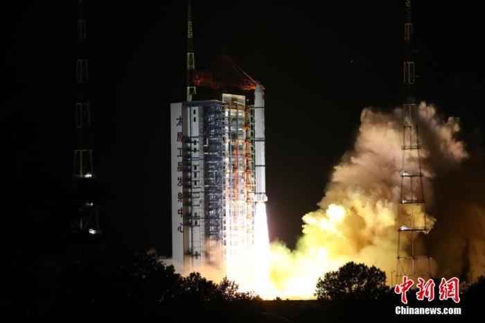 6月11日2时31分,中国在太原卫星发射中心用长征二号丙运载火箭成功发射海洋一号D星。该星将与海洋一号C星组成中国首个海洋民用业务卫星星座。郑逃逃 摄