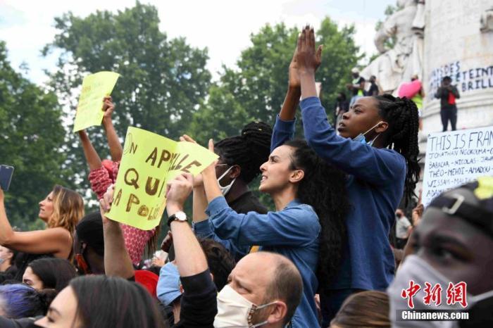 當地時間6月13日,法國首都巴黎萬余人繼續示威抗議種族歧視及警察暴力。