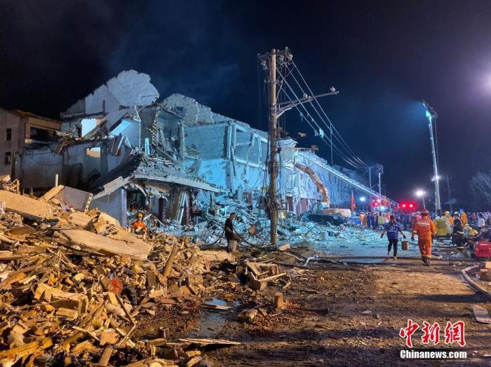 浙江温岭槽罐车爆炸 周边建筑物受到损坏