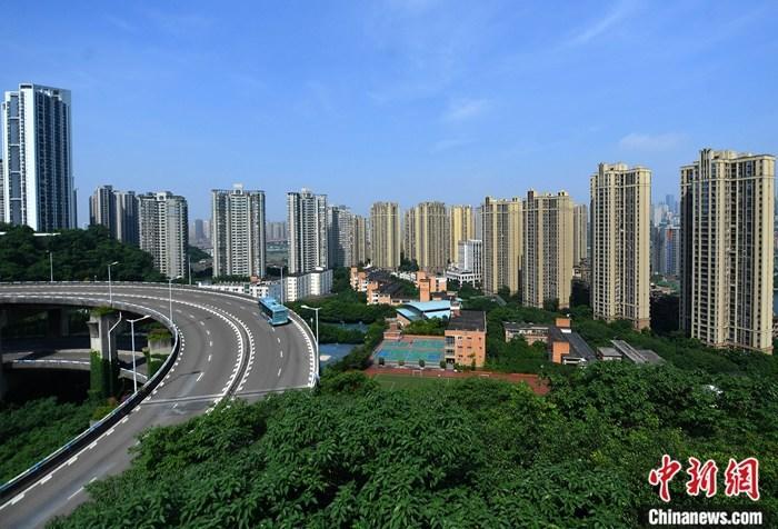 资料图:重庆主城区内的商品住宅高楼。 <a target='_blank' href='http://www.chinanews.com/'>中新社</a>记者 陈超 摄