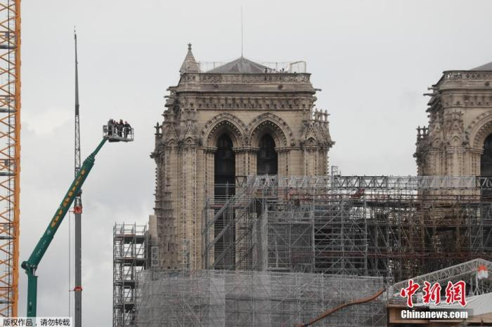 巴黎圣母院修缮工程持续 开始清除巨型管风琴上铅尘