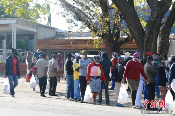 南非新冠肺炎确诊病例逼近20万 国防军军医被派遣协助抗疫