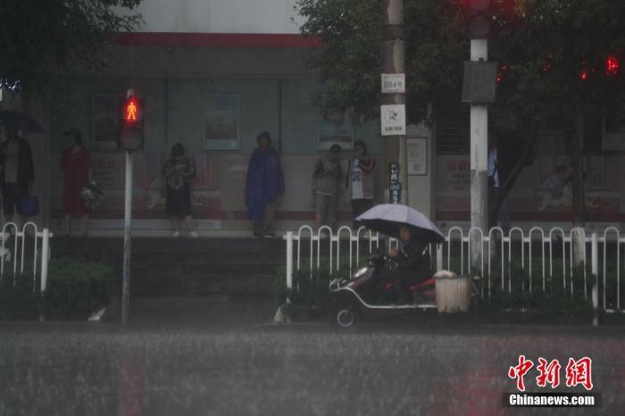 长江中下游等地有强降雨 华北江南等地有高温天气