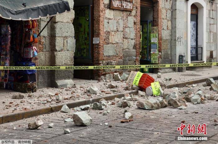 内地时间6月23日,在墨西哥瓦哈卡州,一处衡宇在地动中受损。