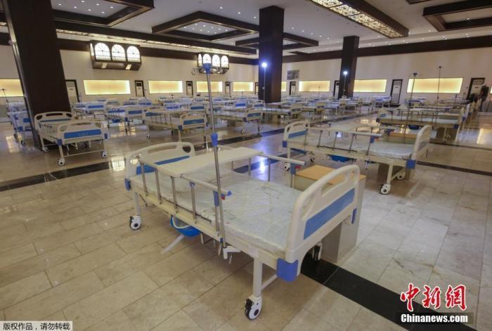 """当地时间2020年6月21日,伊拉克巴格达,巴格达国际展览中心建设了一个有525张床位的""""方舱医院"""",应对新冠肺炎疫情。伊拉克卫生部长哈桑·塔米米22日说,该国新冠确诊病例近日大幅增加,表明伊疫情已接近高峰期。"""