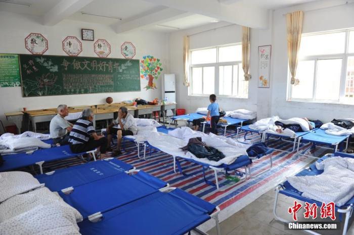 6月24日,安徽省六安市裕安区西河口乡西河口初中安置点的村民。 /p记者 张娅子 摄