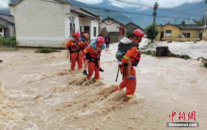 南方地区强降雨持续 13条河流发生超警以上洪水