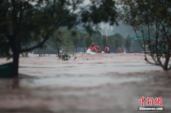 """暴雨还将持续""""在线"""" 今年洪涝灾害为何偏重?"""