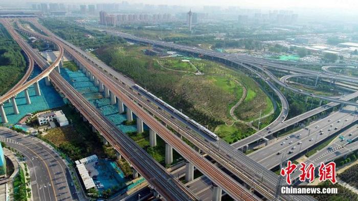 今年上半年中国铁路固定资产投资完成3258亿元图片