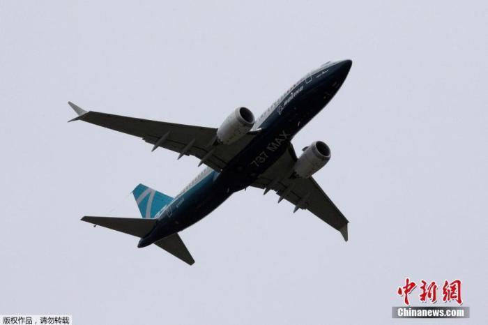 当地时间6月29日,美国华盛顿州西雅图,一架波音737 MAX飞机在波音机场试飞后降落。