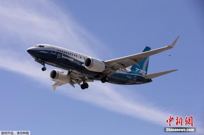 资料图:当地时间6月29日,美国华盛顿州西雅图,一架波音737 MAX飞机在波音机场试飞后降落。