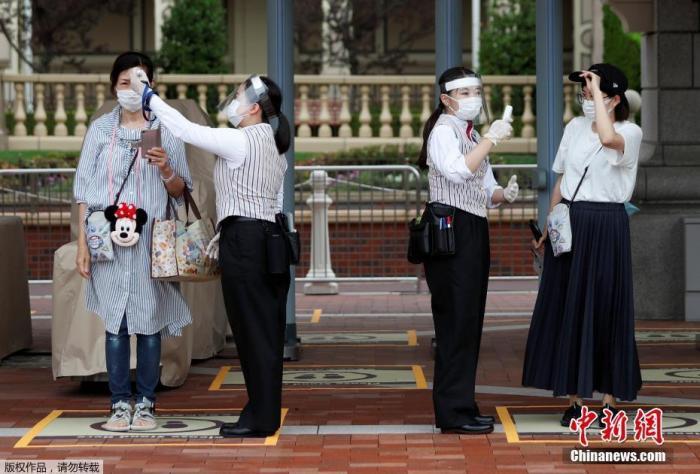当地时间7月1日,日本东京迪士尼乐园和东京迪士尼海洋乐园恢复营业。