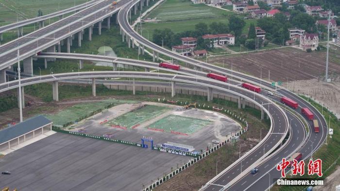 资料图:沪苏通长江公铁大桥。图片来源:人民视觉