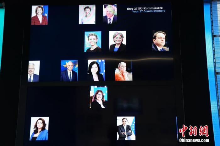 当地时间7月1日,位于柏林市中间的欧盟委员会驻德国代外处访客中间内,展现了欧盟委员会各委员照片。当日,德国正式接任欧盟轮值主席国,开启为期半年的任期。 中新社记者 彭大伟 摄