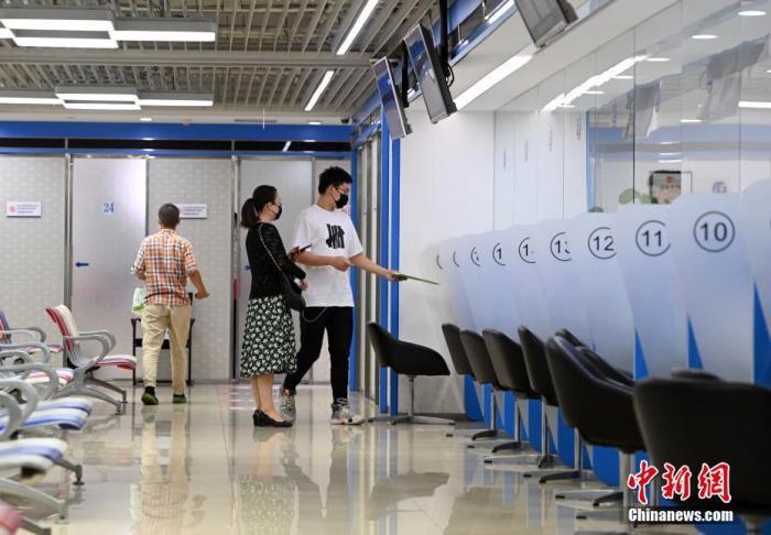 英国大学担忧中国留学生取消秋季课程计划,致使面临巨大的经济损失