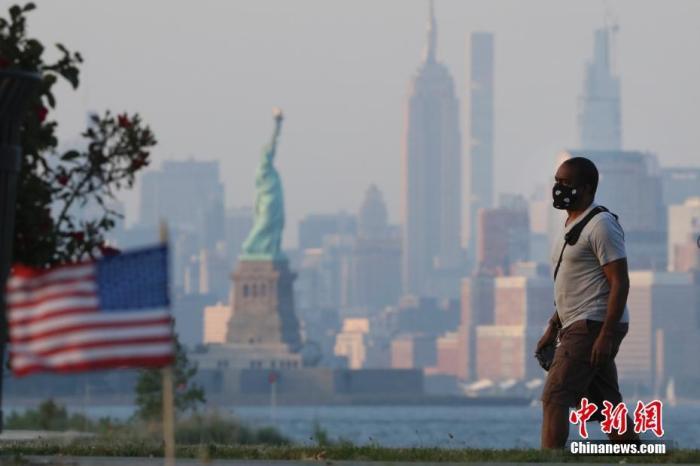 美国仍深陷首波疫情 多国民众违反隔离规定引担忧