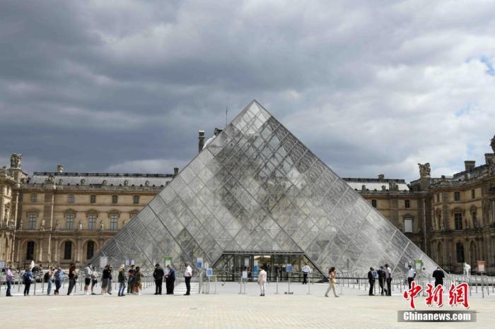当地时间7月6日,法国巴黎卢浮宫恢复开放,采取严格的疫情防控措施,控制参观人数。受新冠肺炎疫情影响,卢浮宫关闭长达16周。 <a target='_blank' href='http://www.synthninja.com/'>中新社</a>记者 李洋 摄