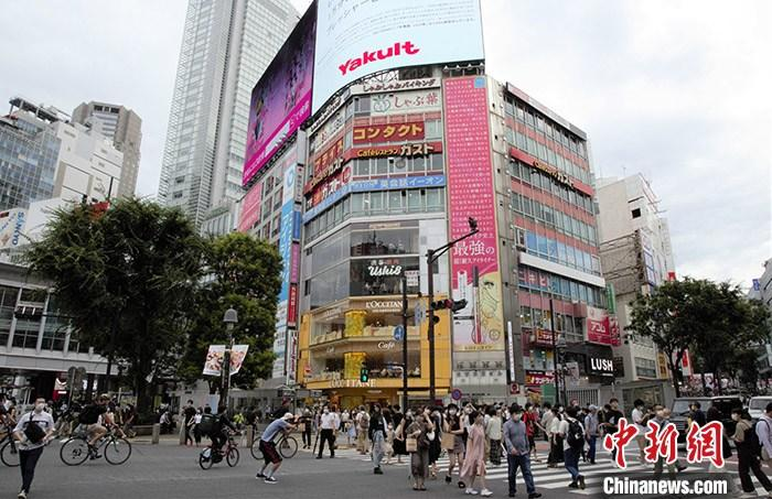 当地时间7月11日,东京年轻人聚集地涩谷街头,人流密集。近期东京日增确诊数连续3日过200,年轻感染者居多。 中新社记者 吕少威 摄