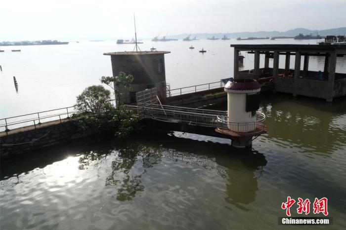 7月以来,长江中下游省份江西遭受持续强降雨袭击,江河水位迅速上涨。 韩俊烜 摄
