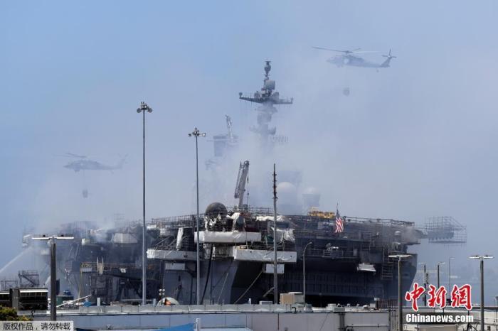 """美媒:""""好人理查德""""号军舰火灾被怀疑是人为纵火图片"""