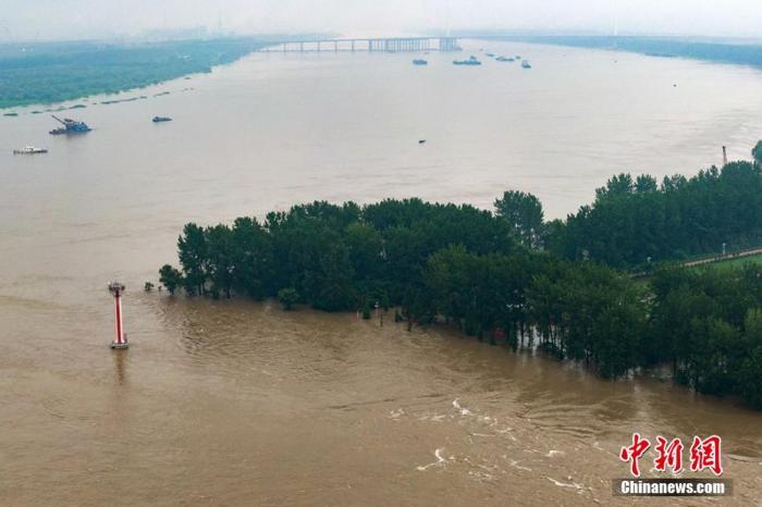 资料图:航拍长江南京段江中小岛八卦洲洲头。 泱波 摄