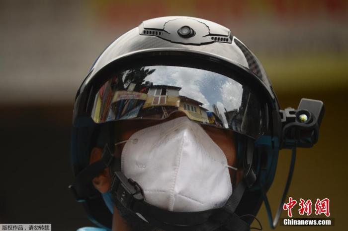 印度卫生和家庭福利部21日发表声明说,近日一项针对新冠病毒的血清抗体检测显示,首都新德里地区接受检测者中近四分之一的人结果呈阳性,其中许多人可能曾是无症状感染者。