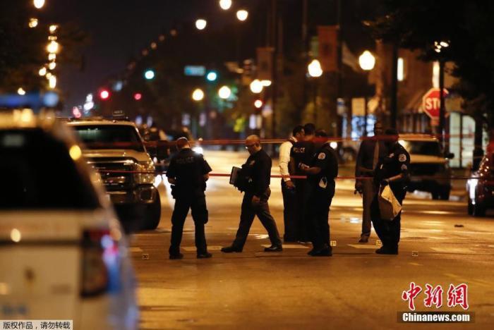 当地时间7月21日晚,美国芝加哥一场葬礼上发生大规模枪击事件。图为案发现场。