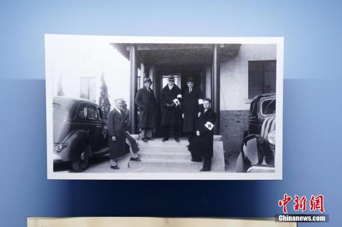 正在德国波茨坦采西林霍夫宫举办的纪念波茨坦会议75周年专题展览专门开辟了一个展区介绍中国抗日战争。其中展出了包括《拉贝日记》在内的若干重要历史文物。图为该展区展出的约翰・拉贝照片。(资料图片)中新社记者 彭大伟 摄