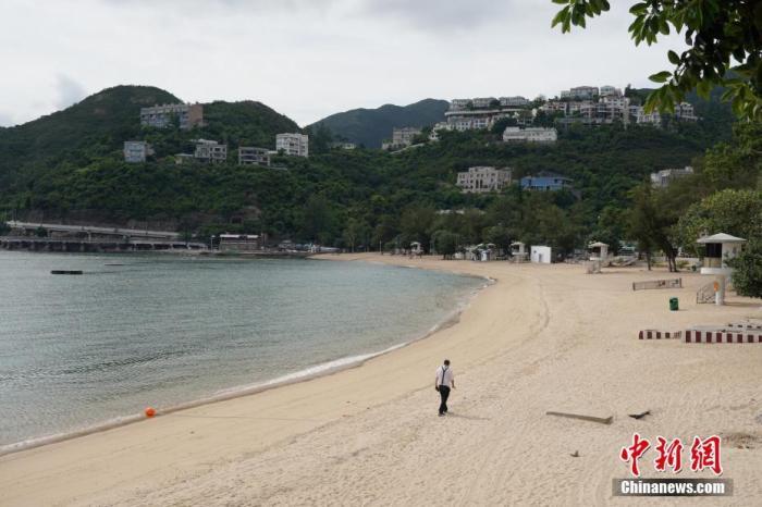 因应新冠肺炎最新情况,康文署辖下所有泳滩已经关闭,泳滩的设施暂停开放。<a target='_blank' href='http://www.chinanews.com/'>中新社</a>记者 张炜 摄
