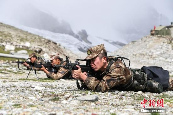 China's Tibet military command conducts high-altitude artillery training