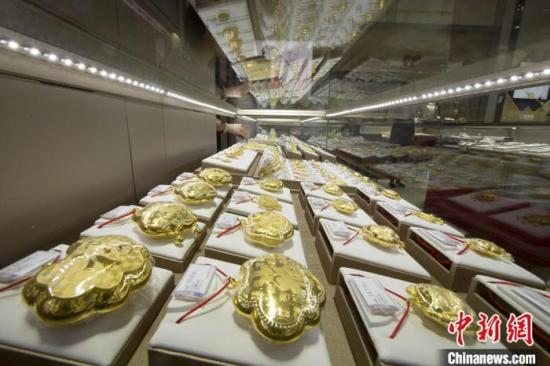 Gold prices soar to record on safe-haven buying