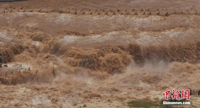 資料圖:8月1日,山西臨汾,奔騰咆哮的黃河壺口瀑布。圖片來源:人民視覺