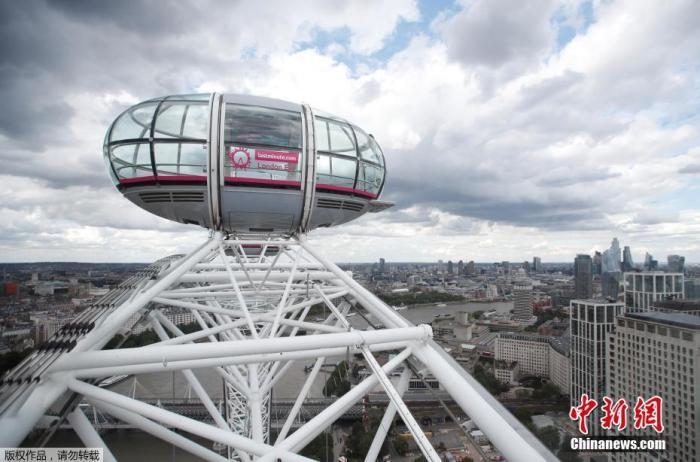 """当地时间8月1日,英国伦敦,""""伦敦眼""""摩天轮重新开放。"""