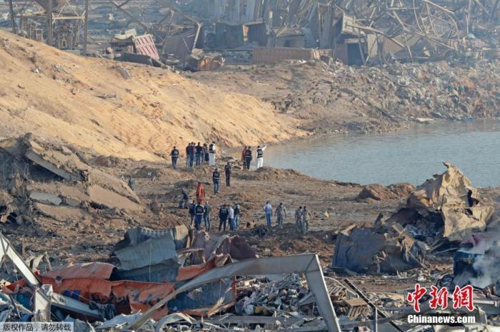 當地時間8月5日,黎巴嫩貝魯特港口區發生劇烈爆炸后,現場建筑物被嚴重損毀。
