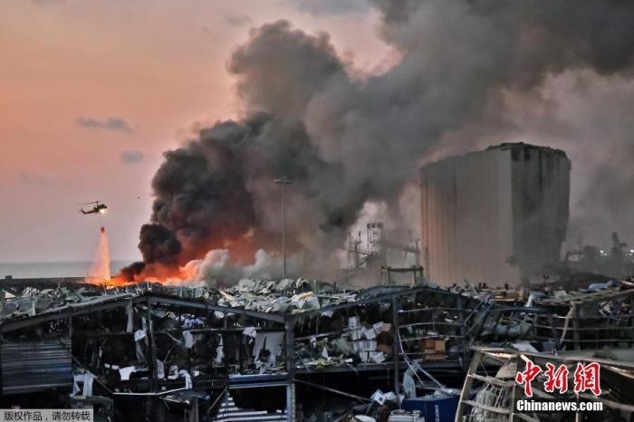 当地时间8月4日晚,黎巴嫩贝鲁特港口区发生剧烈爆炸。港口地区距离贝鲁特市区很近,爆炸波及近半个贝鲁特城区,不少建筑物玻璃损毁,老旧建筑倒塌,伤亡情况不明。