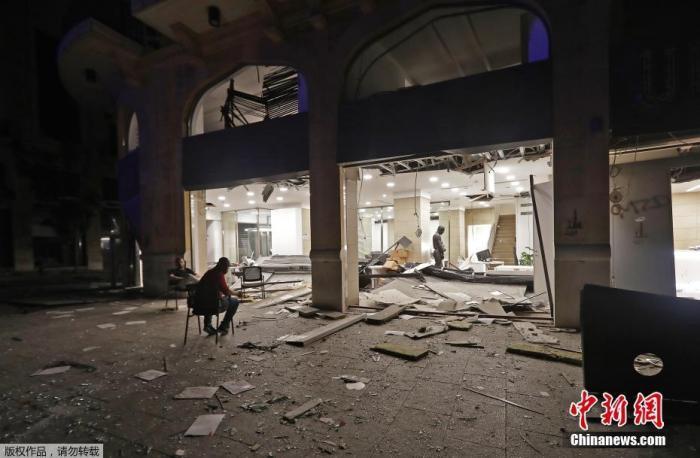 此次爆炸(事)(故)的威力强大,全(市)都感受到震波,(住)宅窗(玻)璃被震碎,公(寓)(阳)台被震垮。