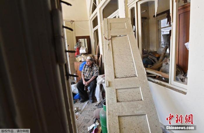 黎巴嫩政府当地时间5日召开紧急会议宣布贝鲁特为受灾城市,在贝鲁特实施为期两周的紧急状态。