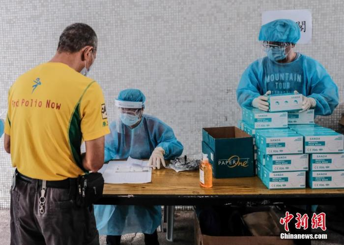 资料图:香港特区政府扩(大)(新)冠病毒社(区)检测计划。中新社记者 秦(楼)月 摄