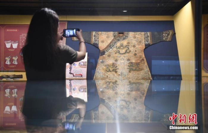 清东陵文物修复后杭州首展 含慈禧龙袍
