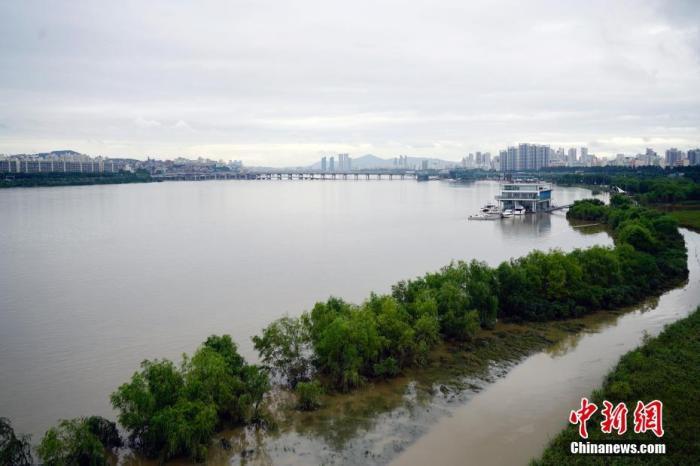 韩国连续多日遭暴雨袭击 已致31人死亡、11人失踪
