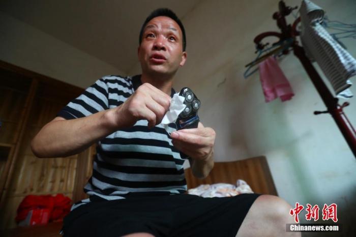 """8月4日下午4时许,江西省高级人民法院再审宣判""""张玉环杀童案""""。法院最终认定张玉环犯故意杀人罪的事实不清、证据不足,按照疑罪从无原则,宣告张玉环无罪。 /p记者 刘占昆 摄"""
