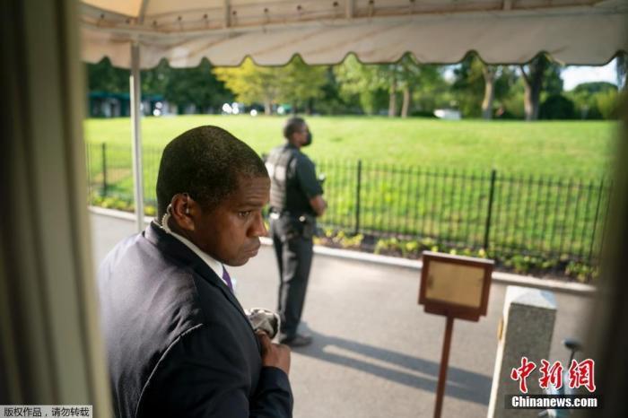白宫附近现枪击事件 特朗普一度中断记者会
