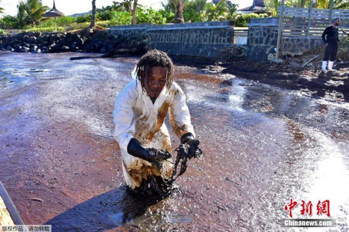 日媒:毛里求斯拟就日本货船漏油造成污染提起索赔